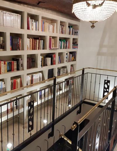 Château des Périchons plusieurs bibliothèques attendent le lecteur de passage