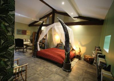Chambre Linvingstone défenses d'éléphant en bois sculpté