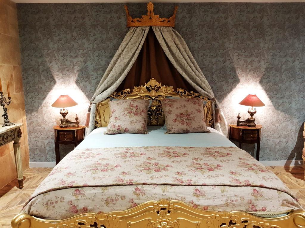 la chambre Pompadour  au chateau des périchons dans la loire (42)