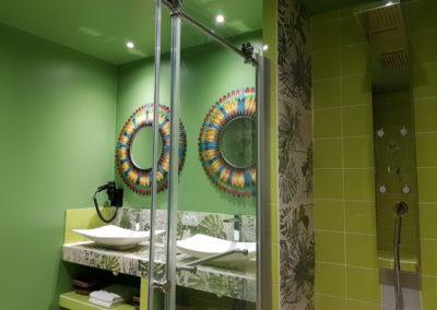 Chateau des Perichons suite Livingstone salle de bains espace douche