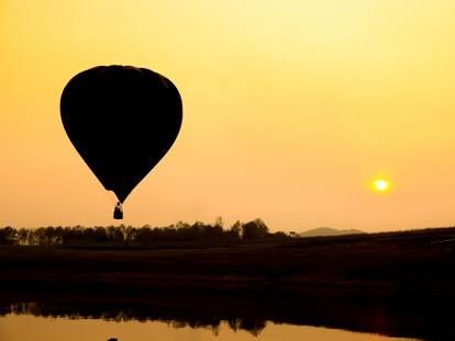 decoller des perichons en montgolfière pour decouvrir la plaine du Forez