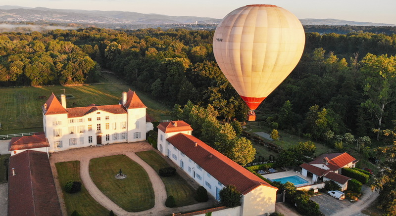 the Château des Périchons, we invite you to discover the plain of Forez seen from the sky