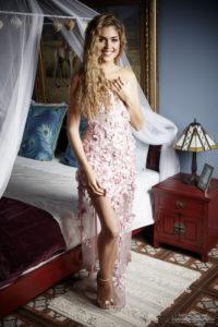 laura grail, miss lyon 2020, dans la robe Althéa au chateau des Périchons