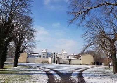 le château des Périchons vous accueille dans la Loire dans des chambres d'hôtes **** pour un séjour zen